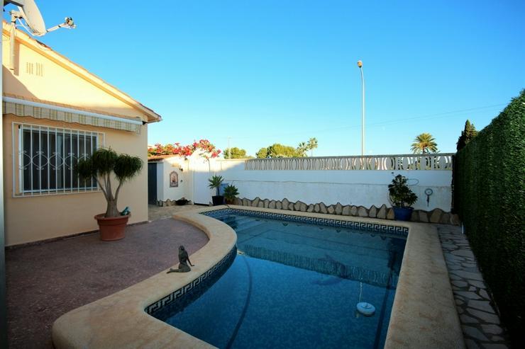 Meeresnahe Villa in Els Poblets , eigener Pool, BBQ, Dachterrasse, 1 WZ, 3 SZ, 2 BZ, Kamin... - Haus kaufen - Bild 1