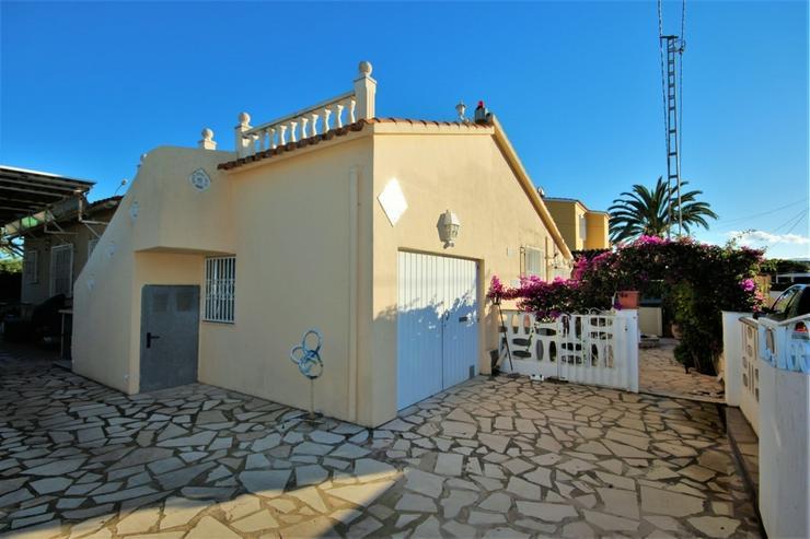 Bild 3: Meeresnahe Villa in Els Poblets , eigener Pool, BBQ, Dachterrasse, 1 WZ, 3 SZ, 2 BZ, Kamin...
