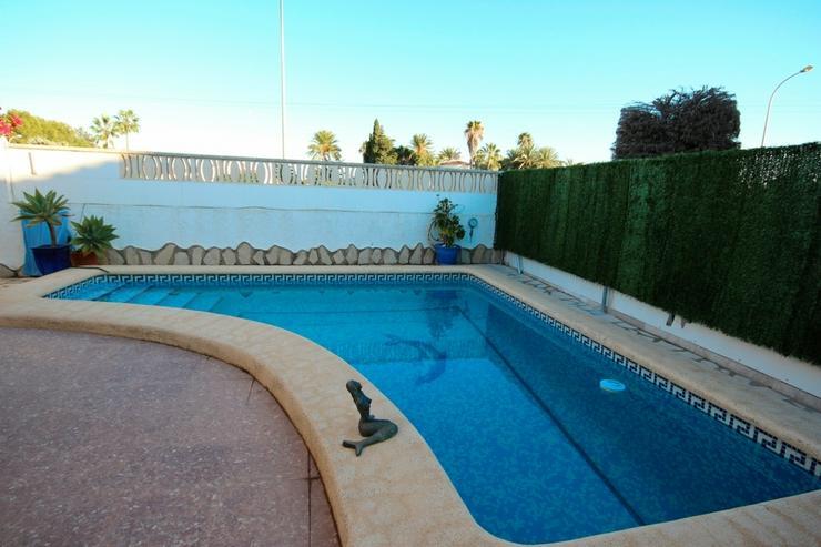 Bild 2: Meeresnahe Villa in Els Poblets , eigener Pool, BBQ, Dachterrasse, 1 WZ, 3 SZ, 2 BZ, Kamin...