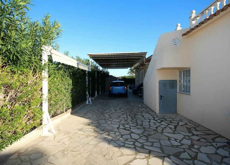 Bild 4: Meeresnahe Villa in Els Poblets , eigener Pool, BBQ, Dachterrasse, 1 WZ, 3 SZ, 2 BZ, Kamin...