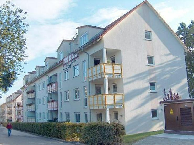 2-Raum-Wohnung mit Balkon und Stellplatz zu verkaufen! - Wohnung kaufen - Bild 1