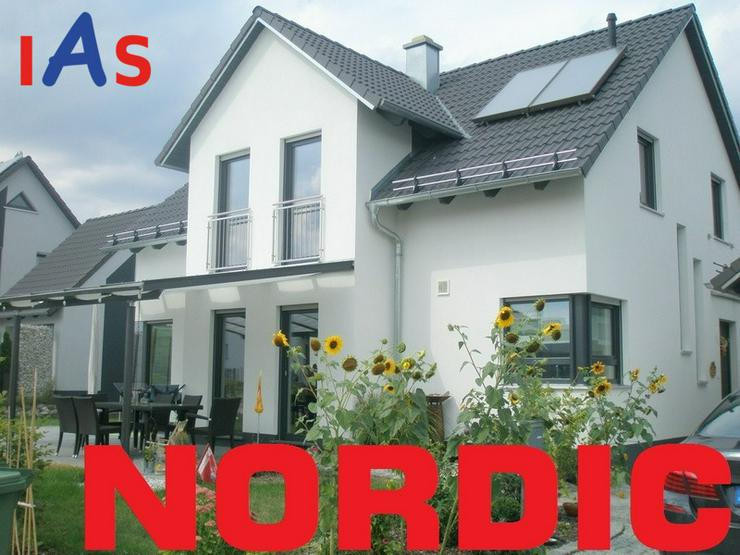 Neubau: Modernes Einfamilienhaus auf sonnigem Grundstück - in Ortsrandlage von Sulzbach-R... - Haus kaufen - Bild 1