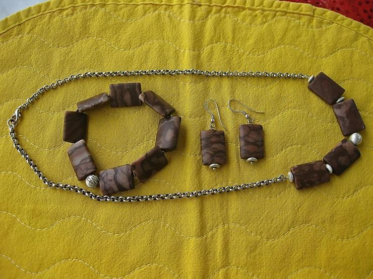 Nichtgetragene Halskette, Armkette und Ohrringe