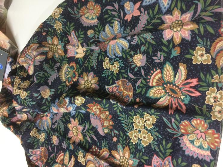 Bild 6: Dekostoffe floral