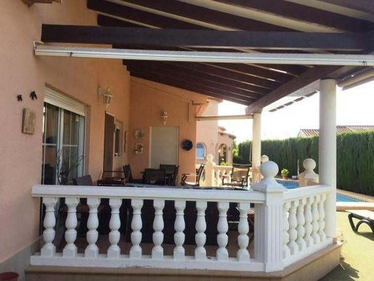 Bild 2: Zwei großzügige Häuser auf einem 1000m² großem Grundstück mit Pool in Els Poblets
