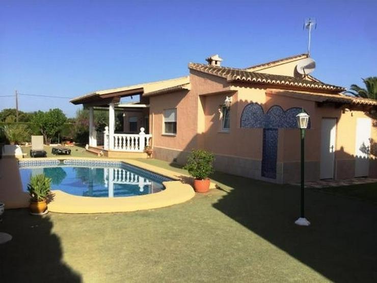 Zwei großzügige Häuser auf einem 1000m² großem Grundstück mit Pool in Els Poblets - Haus kaufen - Bild 1