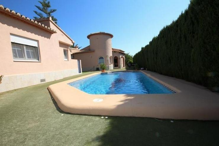 Bild 3: Zwei großzügige Häuser auf einem 1000m² großem Grundstück mit Pool in Els Poblets