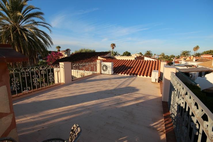 Bild 3: Renovierungsbedürftiges Haus mit Pool, Garage, Kaminzimmer, 2 Dachterrassen, Brunnen, Kli...
