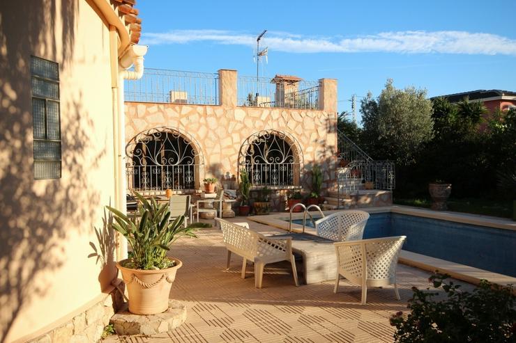 Renovierungsbedürftiges Haus mit Pool, Garage, Kaminzimmer, 2 Dachterrassen, Brunnen, Kli...