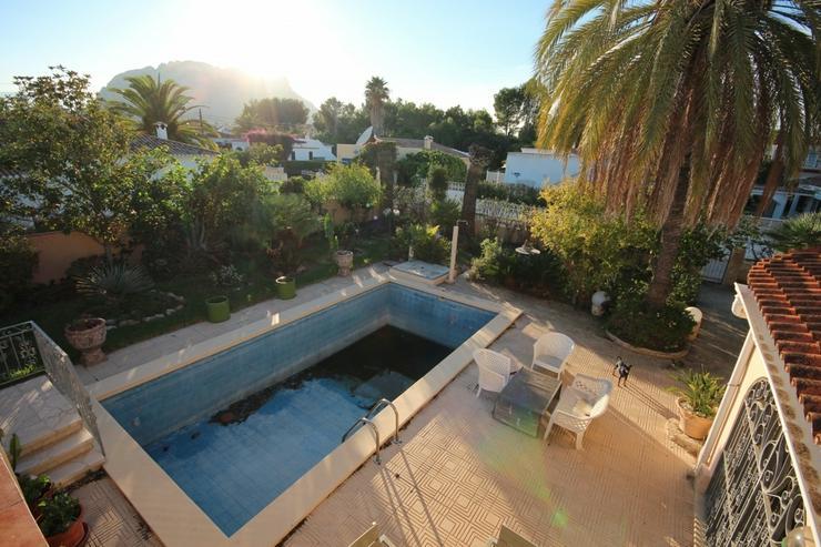 Bild 5: Renovierungsbedürftiges Haus mit Pool, Garage, Kaminzimmer, 2 Dachterrassen, Brunnen, Kli...