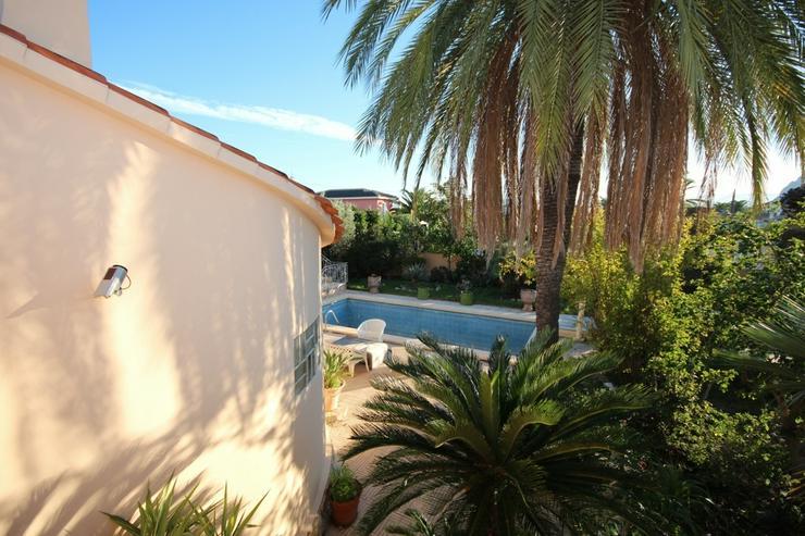 Bild 2: Renovierungsbedürftiges Haus mit Pool, Garage, Kaminzimmer, 2 Dachterrassen, Brunnen, Kli...