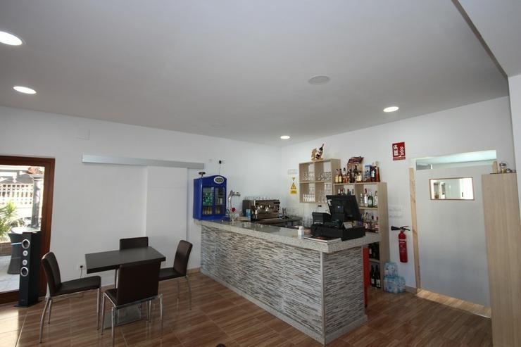 Bild 4: Existenzgründung: Beliebtes, neu renoviertes Restaurant mit Gartenterrasse und einer Wohn...