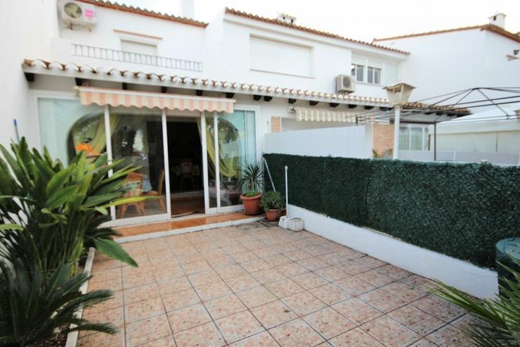 Liebevoll eingerichtetes Reihenhaus in Denia , Pool, 300 m zum Strand, 2 SZ, 1 WZ mit Kami... - Haus kaufen - Bild 1