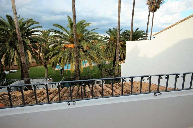 Bild 3: Liebevoll eingerichtetes Reihenhaus in Denia , Pool, 300 m zum Strand, 2 SZ, 1 WZ mit Kami...