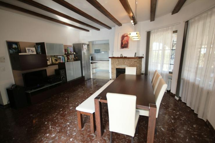 Bild 5: Villa mit 3 SZ auf sonnigem großen 1300 qm Grundstück mit Pool, Terrassen, Stellplätze ...