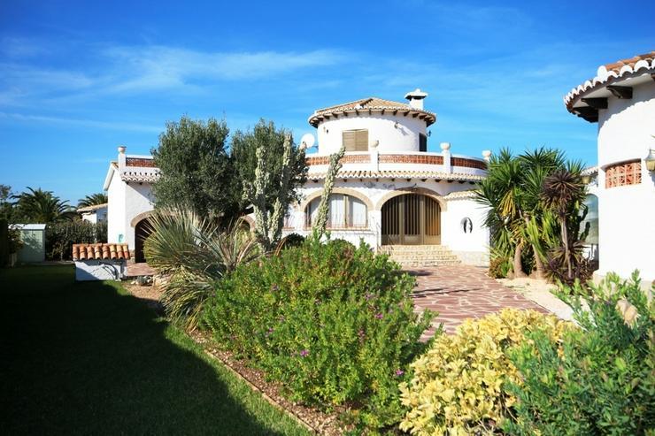 Bild 2: Villa mit 3 SZ auf sonnigem großen 1300 qm Grundstück mit Pool, Terrassen, Stellplätze ...