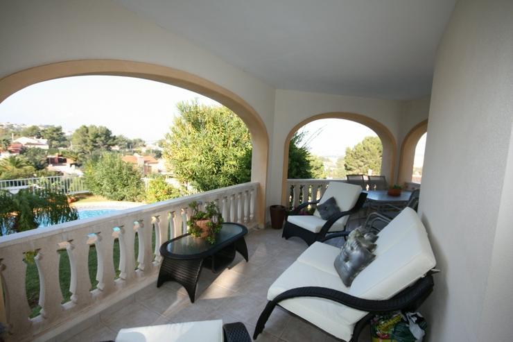 Bild 3: Sehr schöne und imposante Villa mit 2-3 Schlafzimmern und Privatpool in Denia