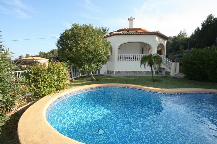 Sehr schöne und imposante Villa mit 2-3 Schlafzimmern und Privatpool in Denia - Haus kaufen - Bild 1
