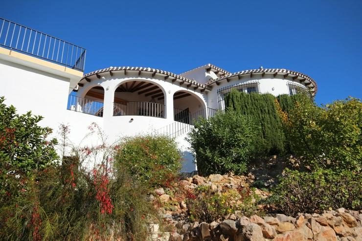 Bild 2: Großzügige Villa mit 4 Schlafzimmer in ruhiger, sonniger Lage am Monte Pego mit Blick au...