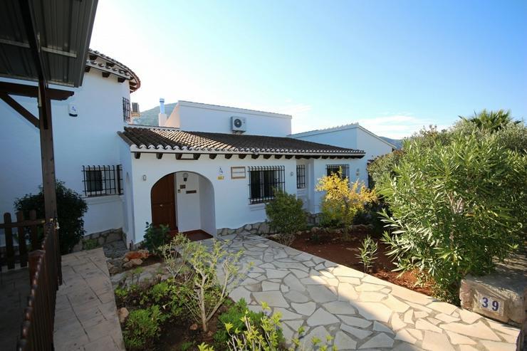Großzügige Villa mit 4 Schlafzimmer in ruhiger, sonniger Lage am Monte Pego mit Blick au... - Haus kaufen - Bild 1