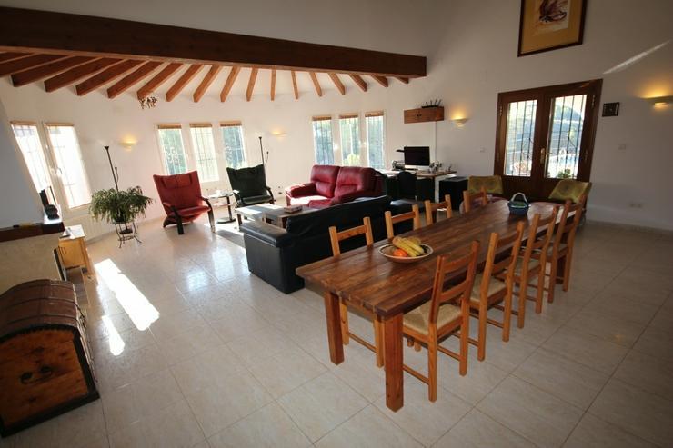 Bild 5: Großzügige Villa mit 4 Schlafzimmer in ruhiger, sonniger Lage am Monte Pego mit Blick au...