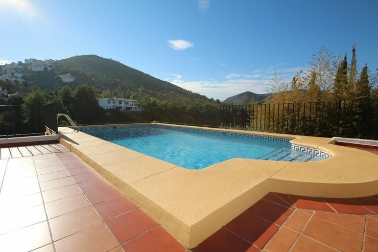 Bild 3: Großzügige Villa mit 4 Schlafzimmer in ruhiger, sonniger Lage am Monte Pego mit Blick au...