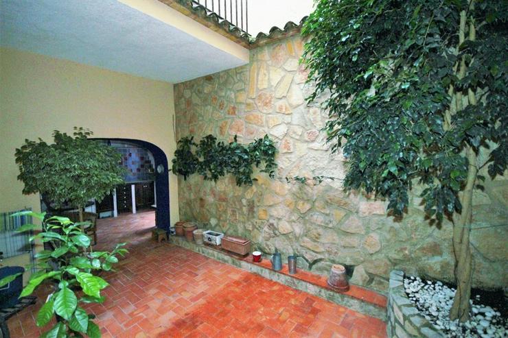 Bild 2: Hochwertiges Stadthaus in Adsubia mit 3 Schlafzimmern, 2 Bädern, 3 Terrassen, Patio, TV-S...