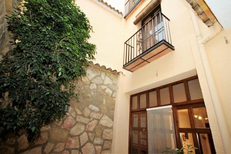 Hochwertiges Stadthaus in Adsubia mit 3 Schlafzimmern, 2 Bädern, 3 Terrassen, Patio, TV-S...