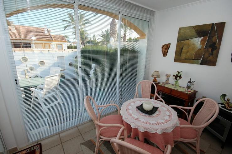 Bild 8: MJ-0117 Charmante kleine Dhh / Villa mit 4 Zimmern, 2 Bädern, 300m vom Strand entfernt.