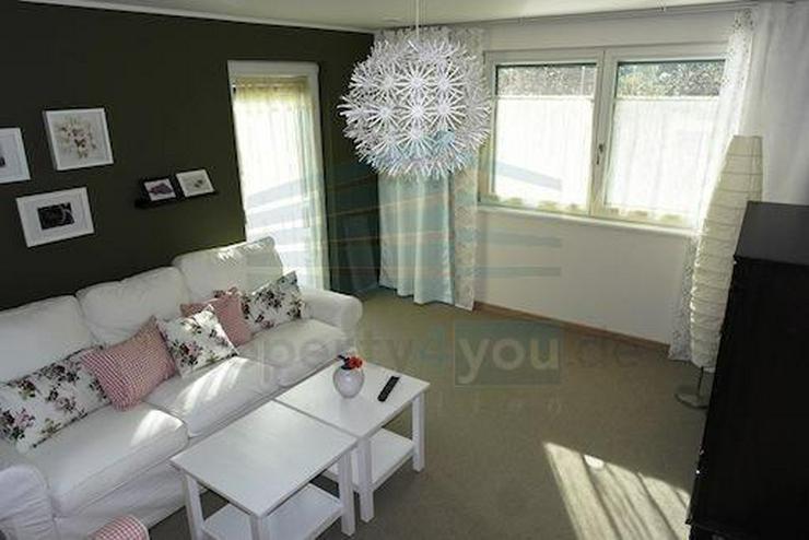 bilder zu sehr sch ne m blierte 2 0 zimmer wohnung in. Black Bedroom Furniture Sets. Home Design Ideas
