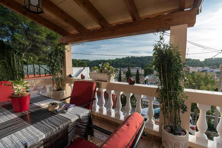 Sonnige Villa mit schöner Aussicht und großen Terrassen