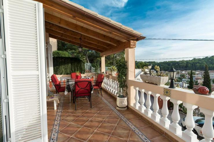Bild 2: Sonnige Villa mit schöner Aussicht und großen Terrassen