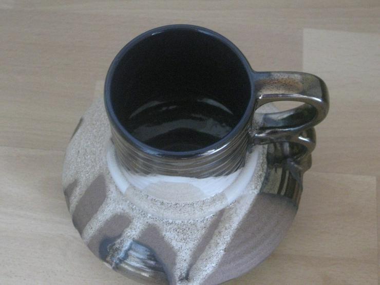 Bild 2: Vase aus Keramik mit Sandstein