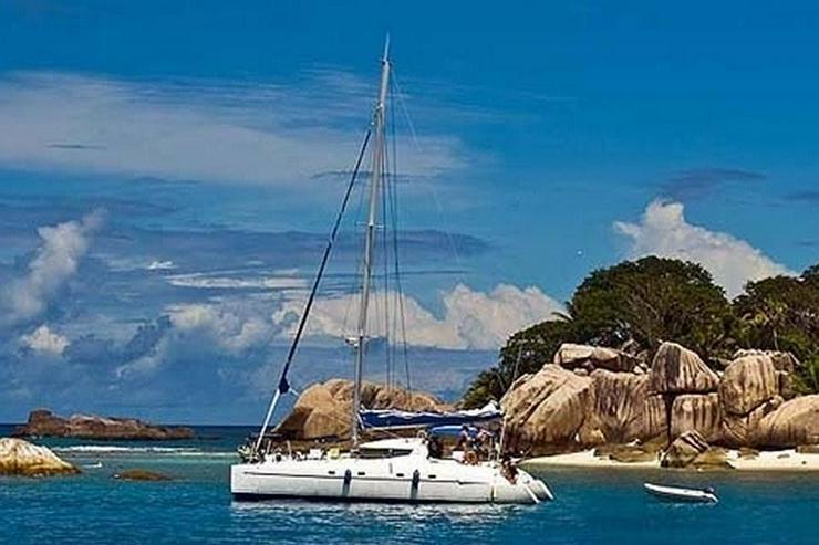 Bild 2: Segeln im Traumrevier Seychellen auf Katamaran