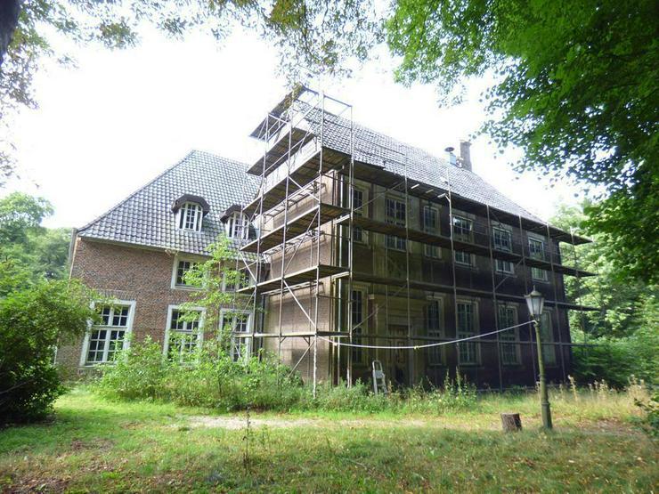 Denkmalgeschütztes Anwesen auf idyllischem Grundstück (ca. 70.000 m²) - Haus kaufen - Bild 1