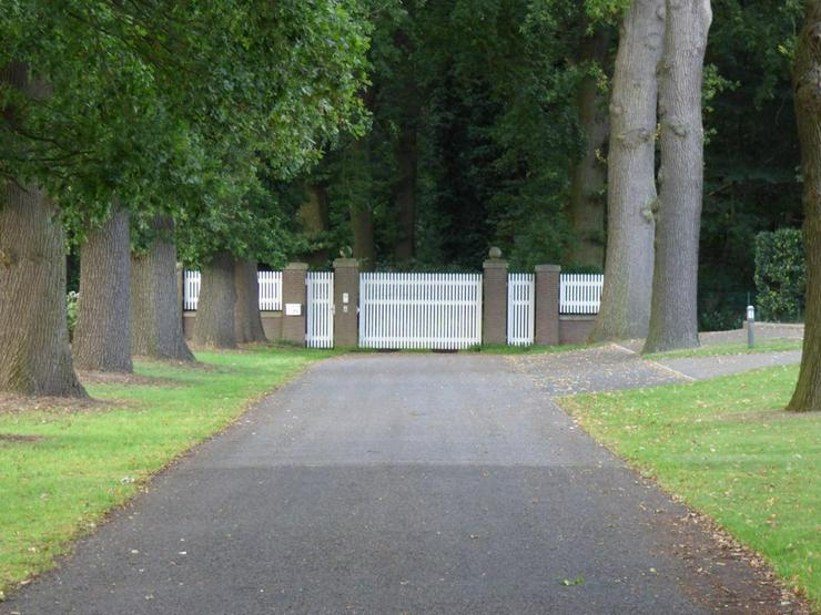 Bild 2: Denkmalgeschütztes Anwesen auf idyllischem Grundstück (ca. 70.000 m²)