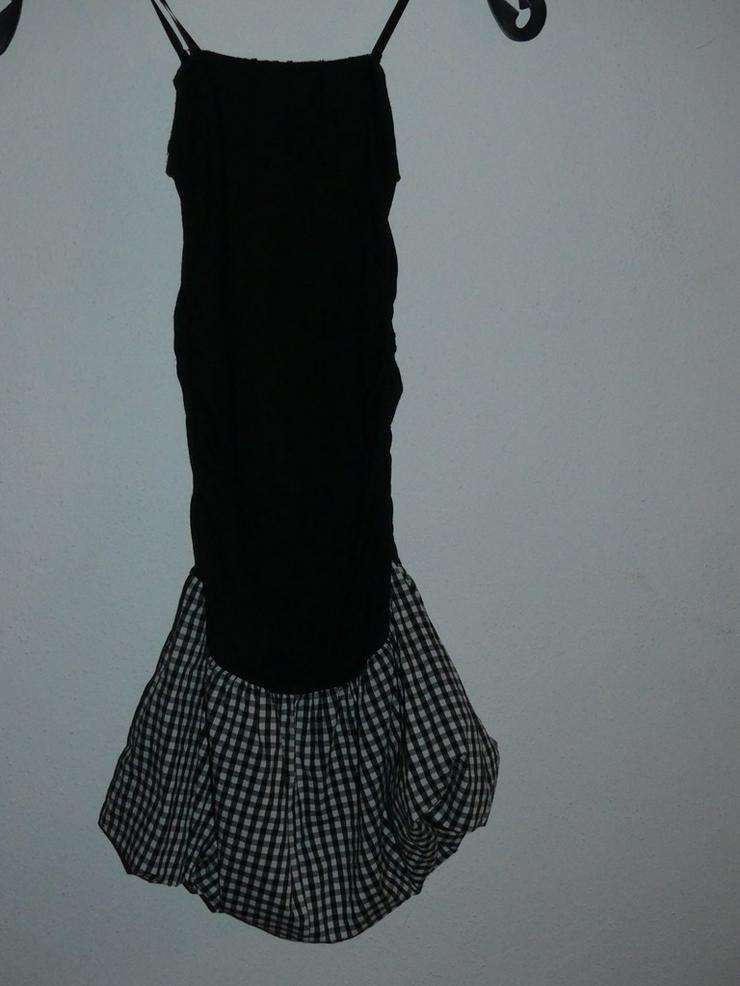 Bild 3: schwarzes Kleid mit kariertem Einsatz