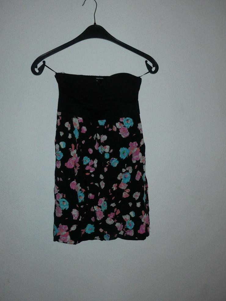 schönes kurzes Kleid ohne Träger