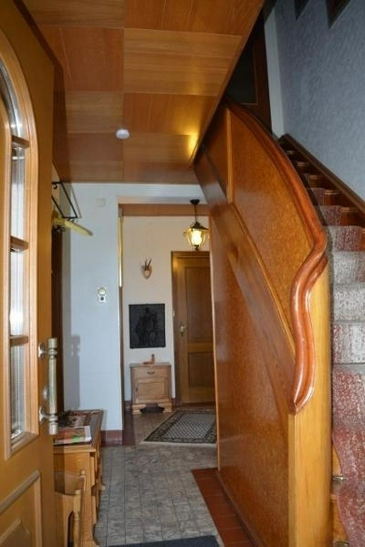 Bild 2: ORENHOFEN: Ein- Zweifamilienhaus 127 qm - Ausbaureserven - Garage und einer Werkstatt in N...