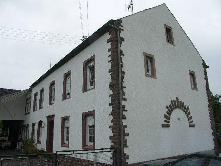 Bitburg Bettingen Bauernhof mit etwas Grünland im