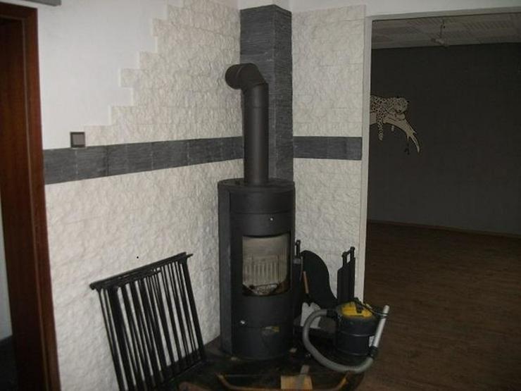 """Bild 5: Einfamilienhaus -Schloß wäre zu viel gesagt, Hütte zu wenig - nennen wir es doch """"Zuhau..."""