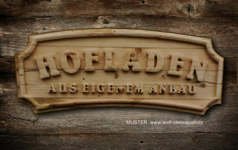 Holzschild als Holzrelief