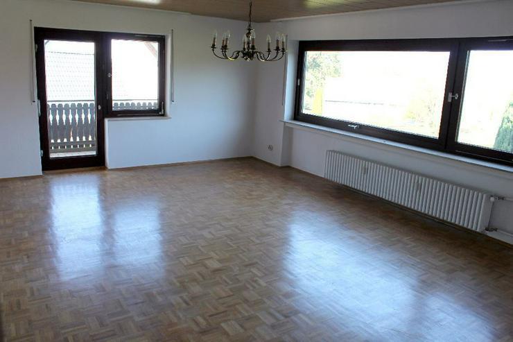 Renovierte EG-Etage mit kleinem Appartement, großem Balkon und Garage!