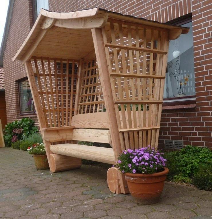 gartenbank mit dach rosenbank holzbank in steyerberg auf. Black Bedroom Furniture Sets. Home Design Ideas