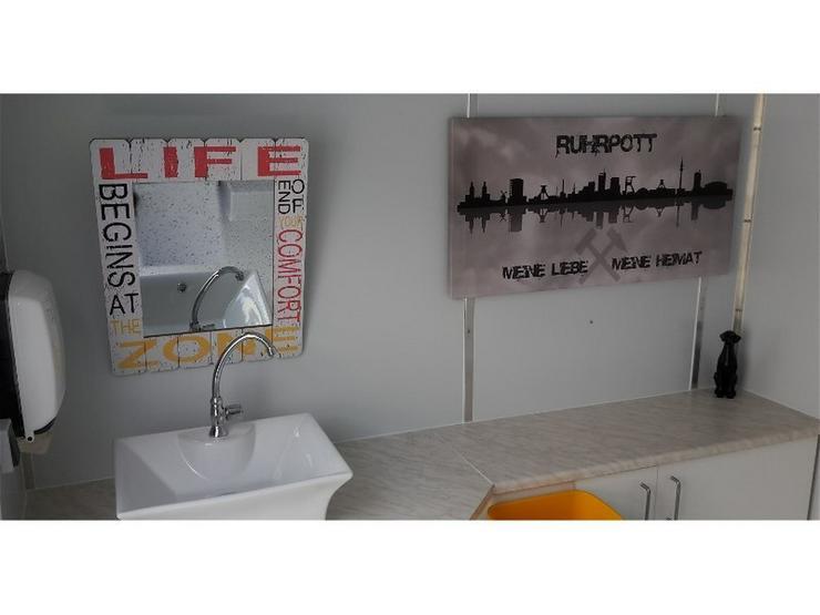 Bild 3: Toilettenwagen mit Behinderten WC  + Kinder WC