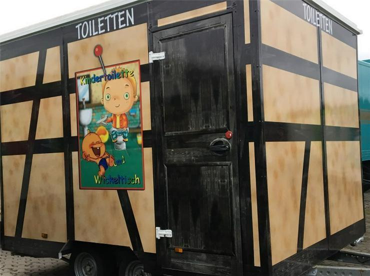 Bild 6: Toilettenwagen mit Behinderten WC  + Kinder WC