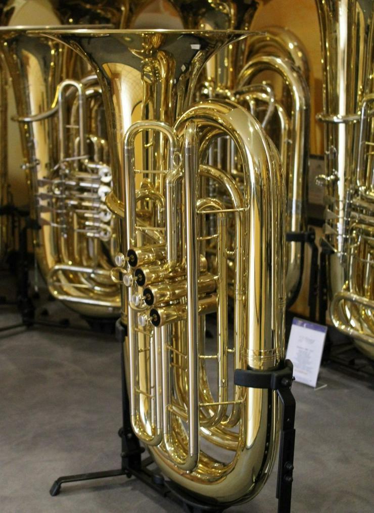 Bild 4: V. F. Cerveny Front Aktion B - Tuba Neu