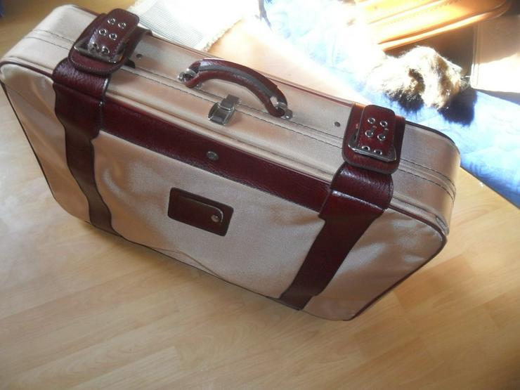 Reisekoffer mit Leder abgesetzt