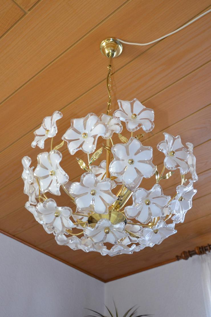 Wohnzimmerlampe mit weiß/gold Blütenmotiv