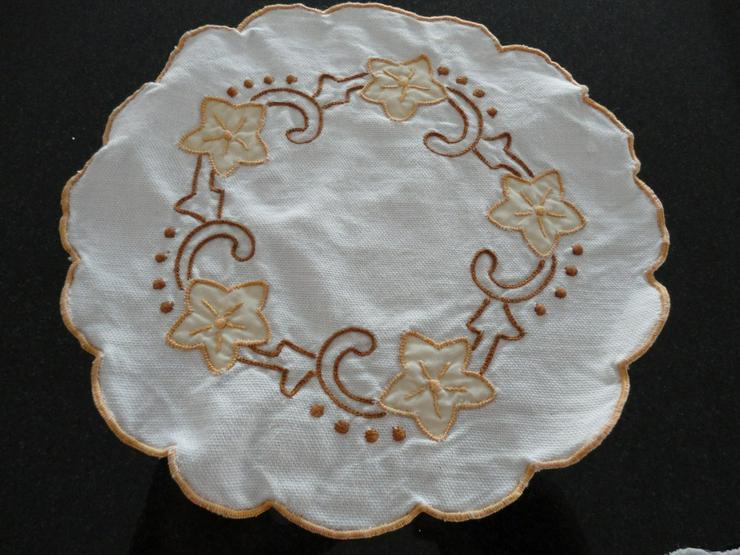 """Bild 2: Deckchen 2 Stück ( Deckchen """"Rose"""" verkauft)"""
